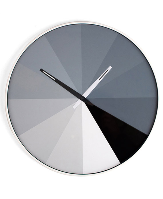 Objet d co original l horloge murale design monochrome for Horloge design murale