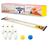 mini-bowling-de-table-kikkerland.jpg